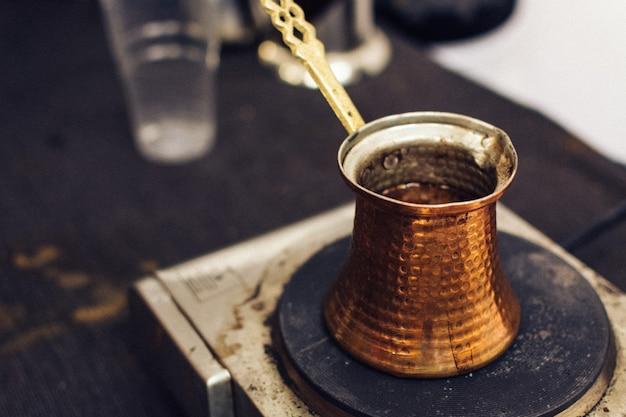 Café turc fabriqué à ibrik