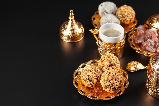 Café turc traditionnel et délice turc
