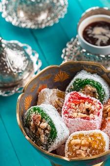 Café turc traditionnel et délice turc.