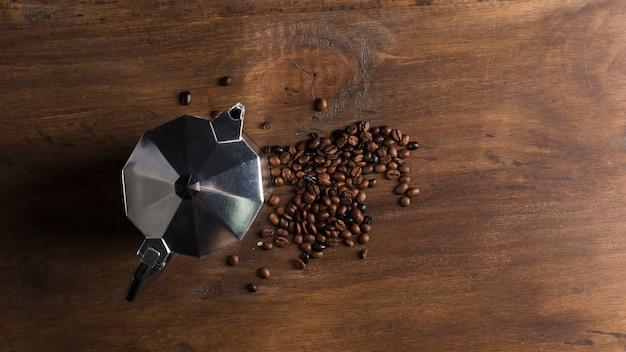 Cafetière et haricots