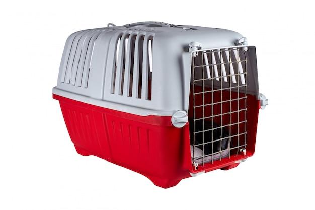Cage en plastique de voyage pour animaux de compagnie, isolé sur blanc