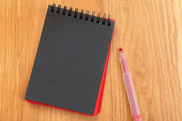 Cahier et crayons