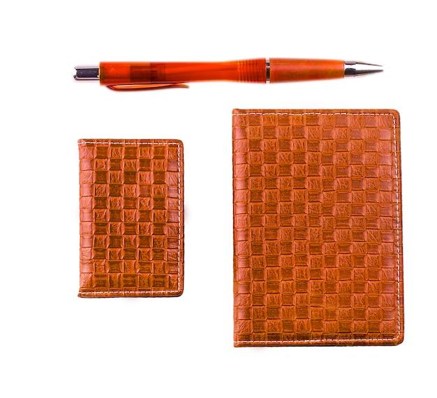 Cahier en cuir, porte-cartes professionnelles et stylo à bille