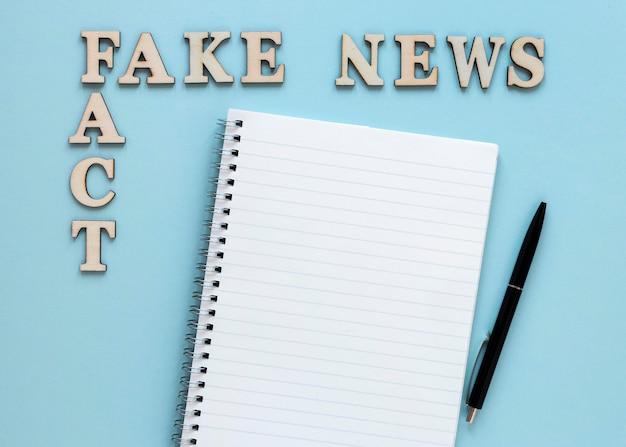 Cahier avec de fausses nouvelles