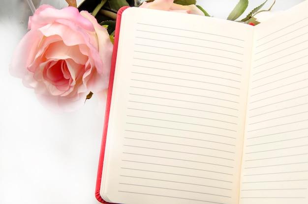 Cahier avec des fleurs