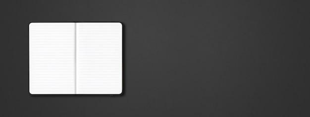 Cahier ligné ouvert noir isolé sur fond sombre. bannière horizontale