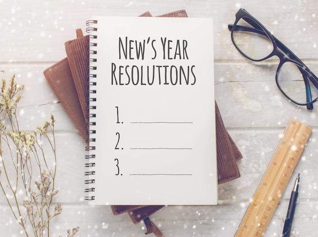 Cahier avec le massage des résolutions de l'année de new