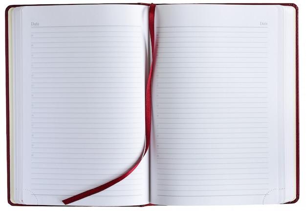 Cahier ouvert sur fond blanc