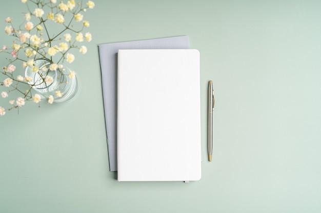 Cahier de papier vierge vue de dessus