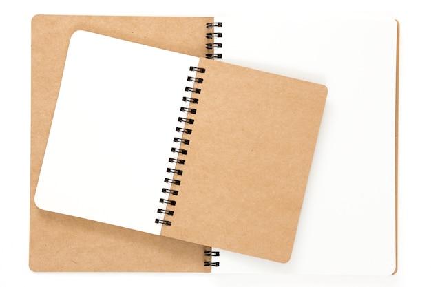 Cahier à reliure à anneaux recyclé ouvert