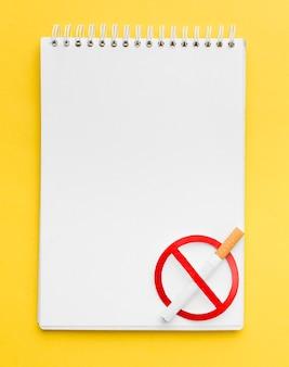 Cahier avec signe d'arrêt de fumer