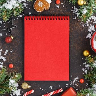 Cahier vide rouge avec décoration de noël