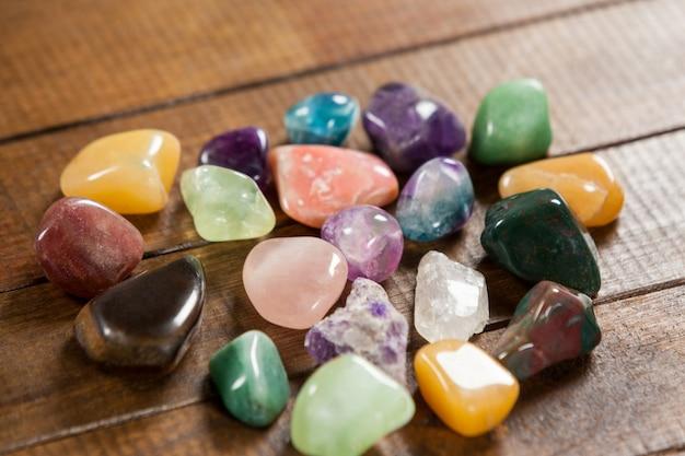 Cailloux colorés pierres