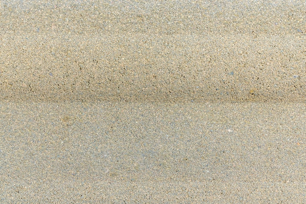 Cailloux dans le béton. beau chemin de sol en pierre.