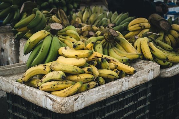 Caisse de bananes mûres