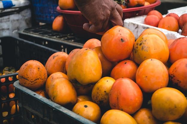 Caisse de fruits kaki