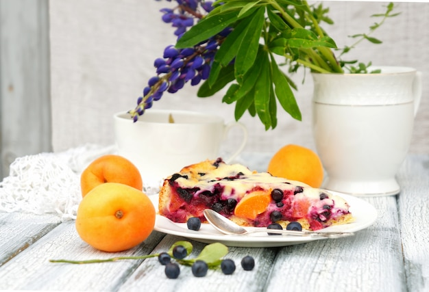 Cake aux bleuets et aux abricots