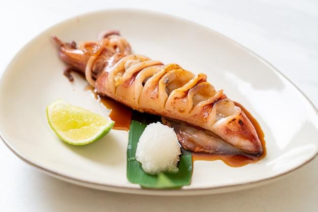 Calamars grillés avec sauce teriyaki