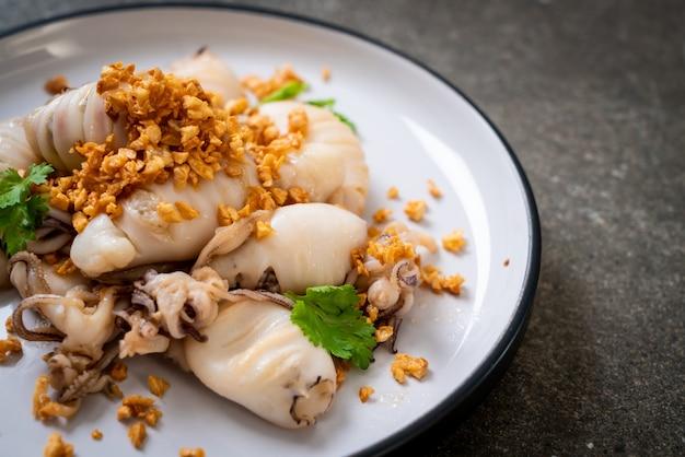 Calamars ou poulpes frits à l'ail