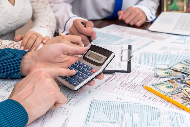 Calcul des taxes en remplissant le formulaire d'imposition 1040