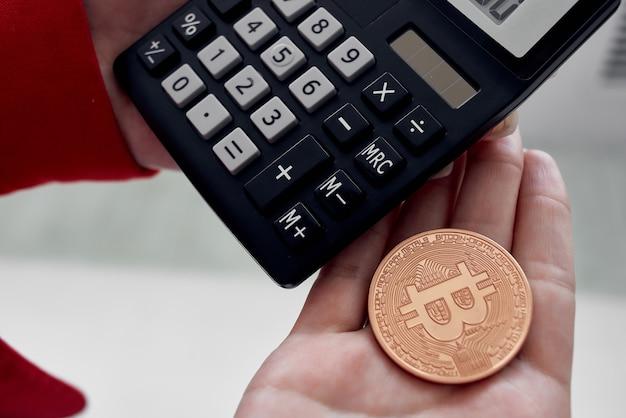 Calculateur de bitcoin de crypto-monnaie calculant le coût de la finance internet