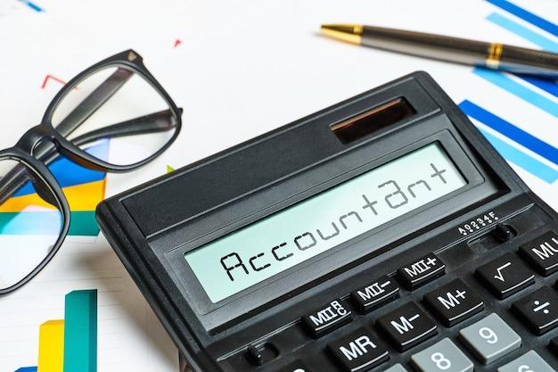 Calculatrice comptable concept avec des graphiques se bouchent.