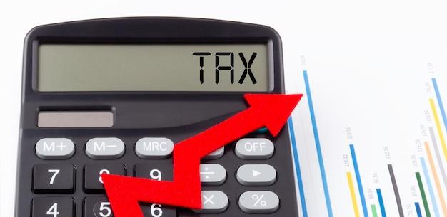 Calculatrice avec flèche ascendante rouge et texte tax sur l'écran
