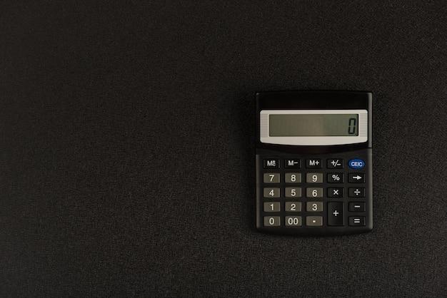 Calculatrice sur fond noir