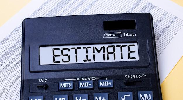 Une calculatrice intitulée estimate se trouve sur la table près du rapport. concept financier