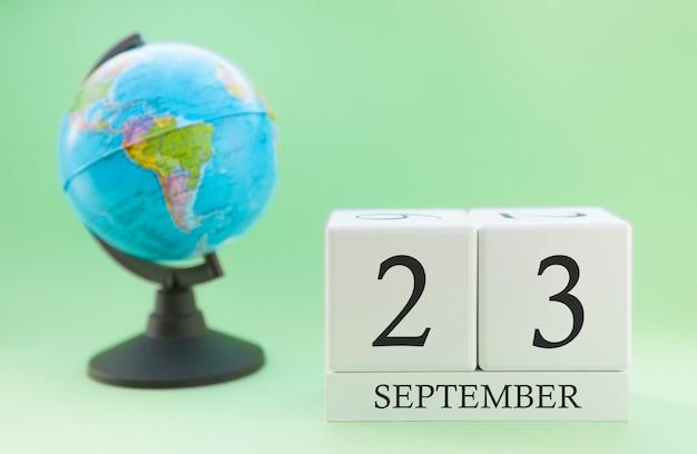 Calendrier en bois avec 23 jour du mois septembre