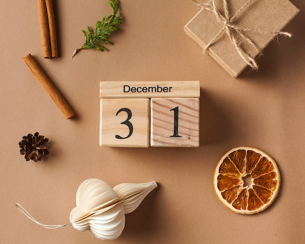 Calendrier en bois de boîte de cadeau de noël de carte de noël en décembre
