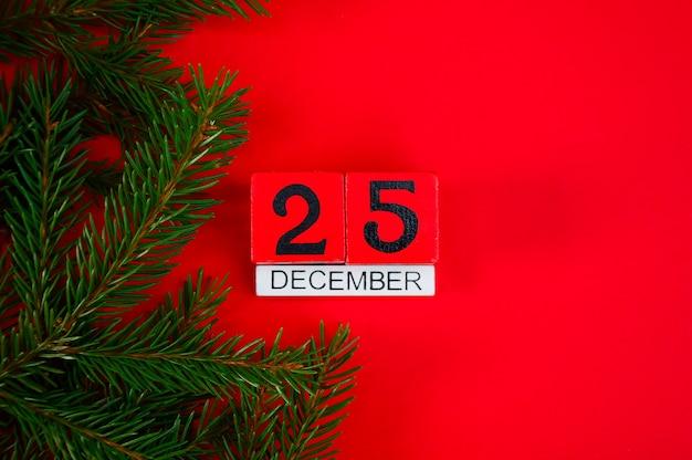 Calendrier en bois de noël rouge avec un cerf sur fond rouge date 25 décembre