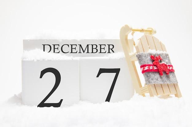 Calendrier en bois pour le 27 décembre, jour du mois d'hiver.