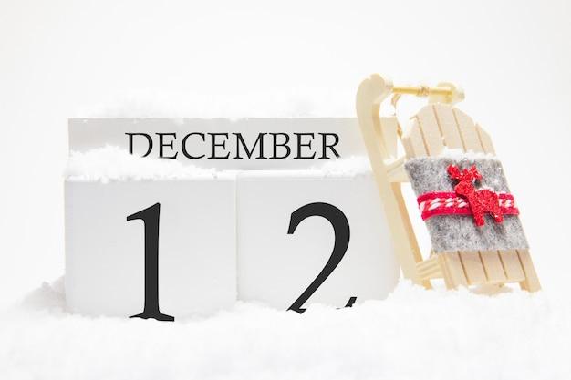 Calendrier en bois pour décembre, 12 e jour du mois d'hiver.