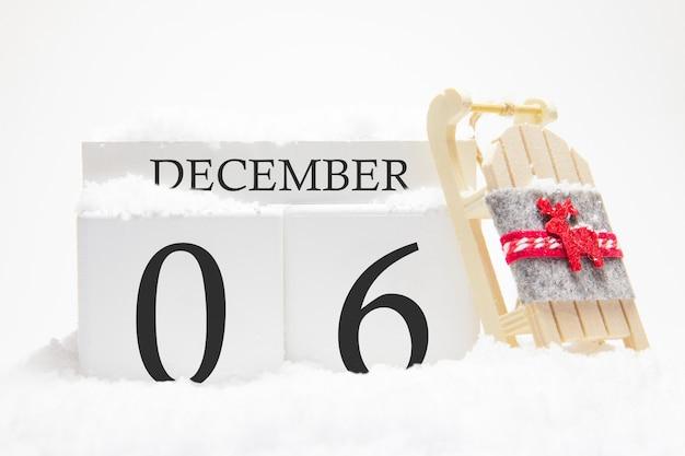 Calendrier en bois pour décembre, 6 ème jour du mois d'hiver.