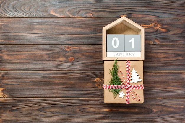 Calendrier avec date du 1er janvier et coffrets cadeaux