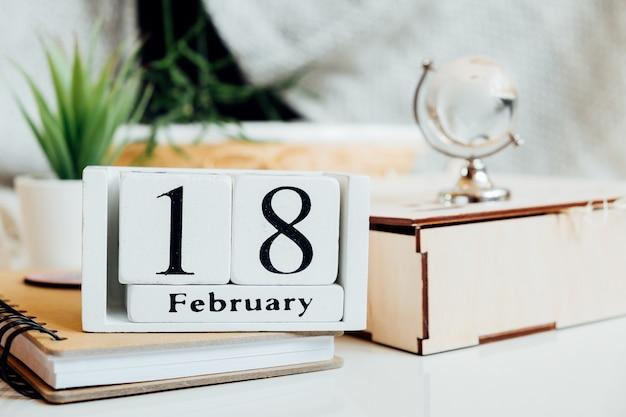 Calendrier du dix-huitième jour du mois d'hiver de février.