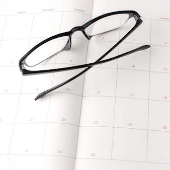 Calendrier et lunettes