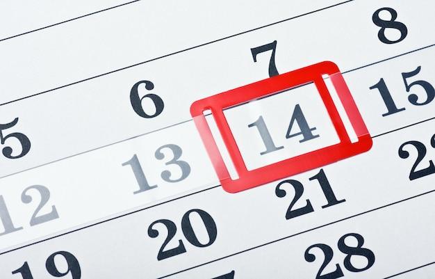 Calendrier avec marque rouge le 14 février