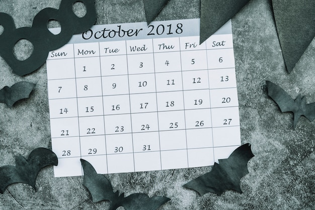 Calendrier d'octobre 2018 parmi les chauves-souris décoratives