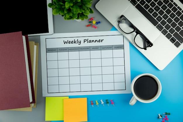 Calendrier plan hebdomadaire faire des affaires ou participer à des activités dans une semaine.