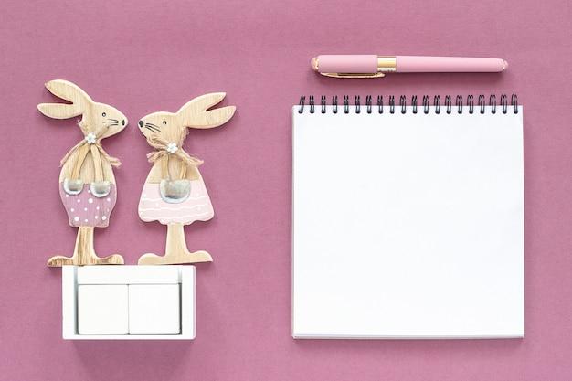 Calendrier vide de cubes en bois blanc maquette de tamplate pour votre date de calendrier.