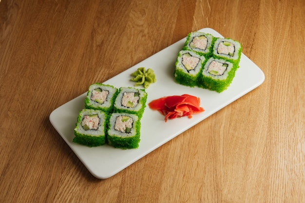 California lite maki sushi avec masago