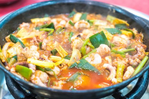 Calmar dans une soupe épicée (haemultang)