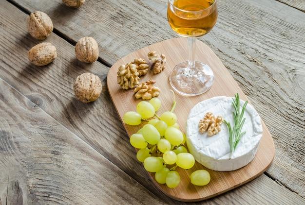 Camembert aux noix et raisin