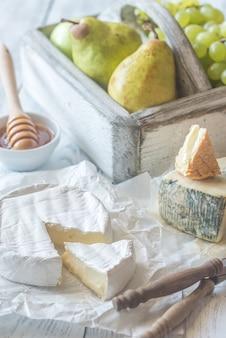 Camembert et roucolons aux poires et raisins