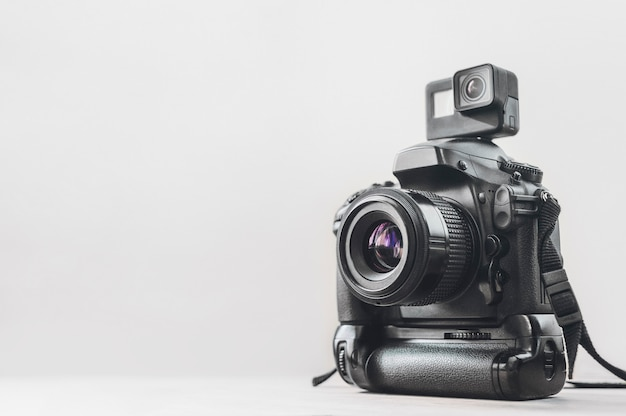Caméra d'action avec une caméra professionnelle