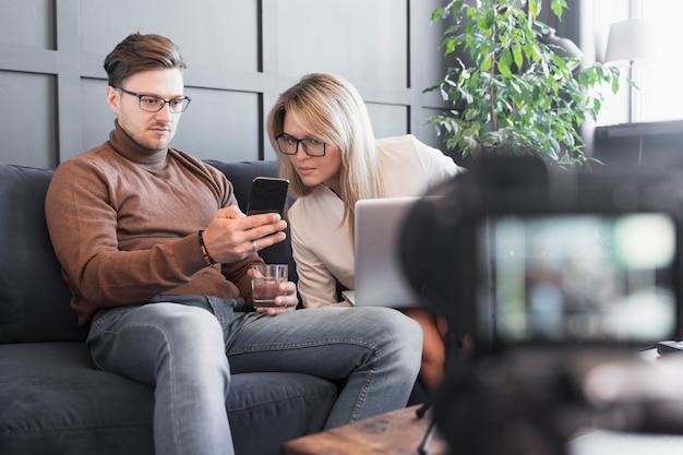 Caméra rapprochée pour une entrevue journalistique