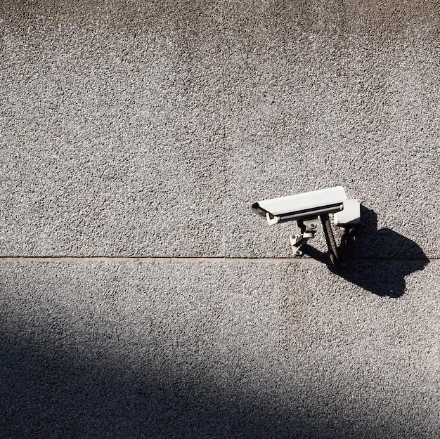 Caméra de sécurité sur le mur
