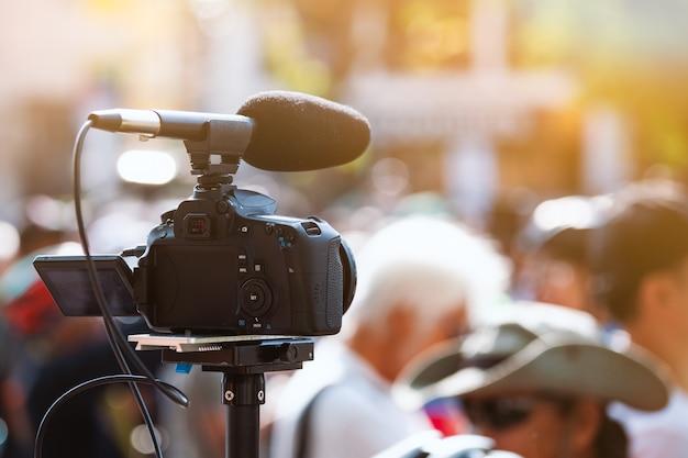 Caméra vidéo travaillant avec un événement